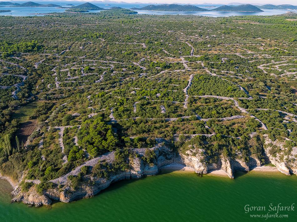 croatia, vrana lake, dalmatia,nature park, dry wall